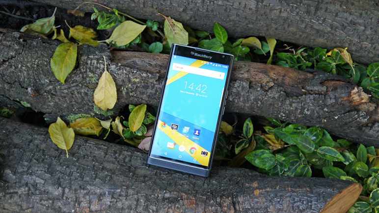 BlackBerry Priv »» Android smartphone » Display 5.4″ AMOLED capacitive touchscreen, 18 MP camera, Wi-Fi, GPS, Bluetooth.