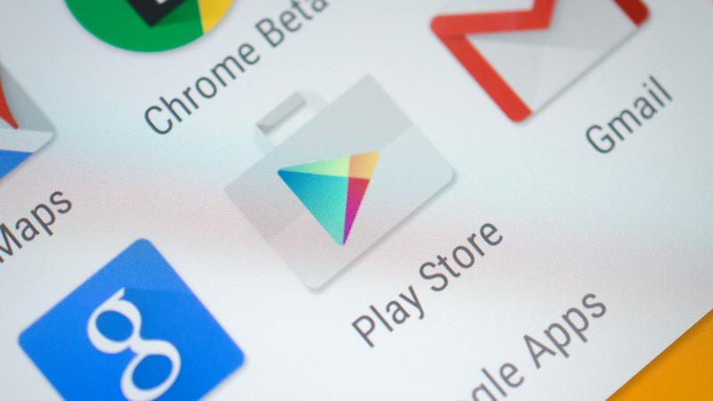 Google Play a luat nastere tot in 2008 sub denumirea de Android Market, dar cu trei luni mai tarziu decat rivalul sau. Magazinul de aplicatii al sistemului de operare Android a primit insa denumirea de Google Play abia in 2012, dupa ce Google a cumparat actiunile sistemului de operare contopind Android Market cu Google Music.