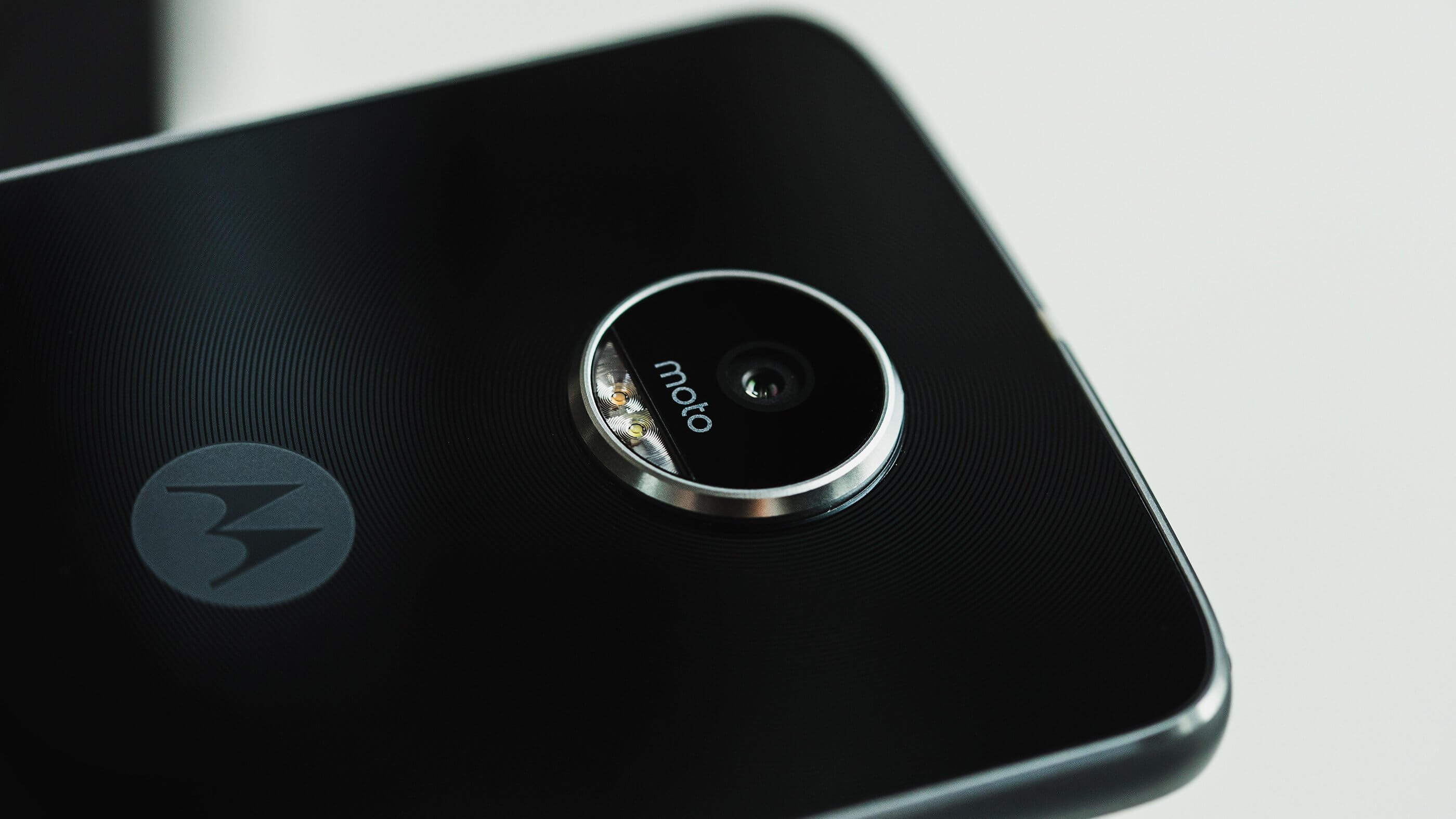 Moto Z2 Play si primele detalii oficiale despre el ...